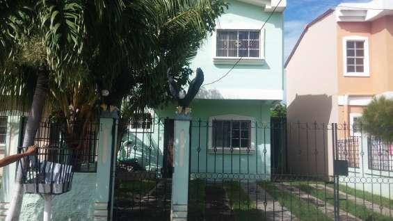 Se vende casa de dos niveles, precio: $75,500 negociables